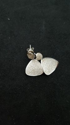 Dangle earrings in white gold and diamonds (0.83 ct)
