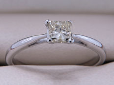 Certified white gold solitaire diamond ring with 0.33 ct diamond. Size: 16.60 mm **No Reserve**