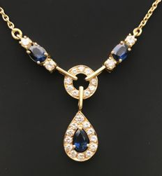 Sumptuous 18 kt yellow gold necklace decorated with luminous sapphires and brilliant-cut Top Wesselton diamonds (total 2.25 ct)