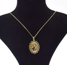 14 carat yellow  and white  gold chain with enamelled Madonna   pendant   - 45 cm