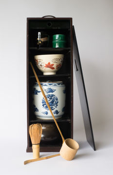 A tea ceremony set. In matching storage box – Japan – 2nd half 20th century