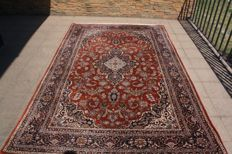 Beautiful Handwoven Oriental Tabriz royal carpet 299x192  cm with certificate of authenticity As good  as new