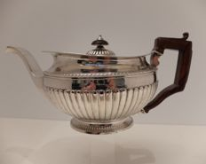 Large tea pot, solid silver, Portugal, Porto, early 19th century, 1810-1818