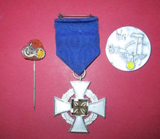 Cross for loyalty and seniority at the service of the country with D.A.F. badge and May 1st 1936 Fur treue dienste kreuz
