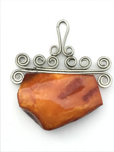 Antique Baltic Amber pendant with melchior bale, 9 grams