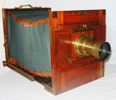 Very well preserved wooden travel camera format 24x30cm with double cassettes