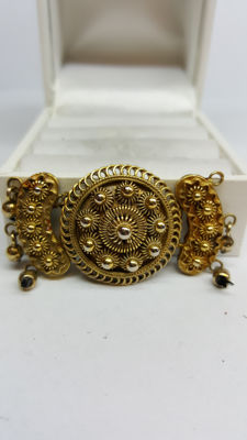 14 kt yellow gold antique clasp.
