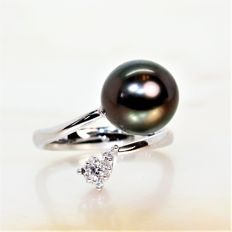 18 kt white gold ring with black round Tahiti pearl Ø 10-11 mm