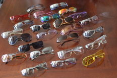 25 glass frames in various shapes and colours