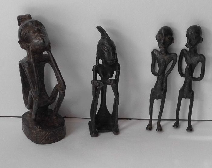 Four bronze primitive figures – Eastern Indonesia – second half 20th century