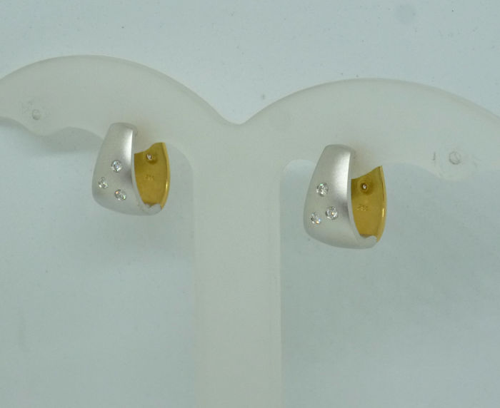 18k gold duo coloured Ladies earrings with diamonds 0,18ct