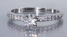 Ring with 11 diamonds, 0.40 ct in total ***No reserve price ***
