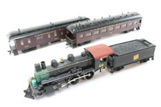 Roundhouse/International Hobby Corp. H0 - Steam locomotive 4-4-0 with 2 carriages of the Canadian Pacific