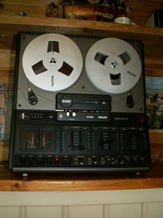 A beautiful tape recorder: PHILIPS N4420 + 4 reels and speakers PHILIPS, type 22AH403/11Z