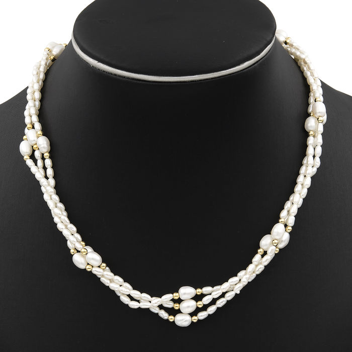 Yellow gold, 18 kt/750 - Necklace - Pearls - Tongue clasp in 18 kt/750 yellow gold - Length 46 cm