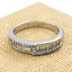 Cocktail ring in white gold with brilliant cut and baguette cut diamonds – Interior diameter: 17.80 mm (approx.) – Size: 16 (Spain)