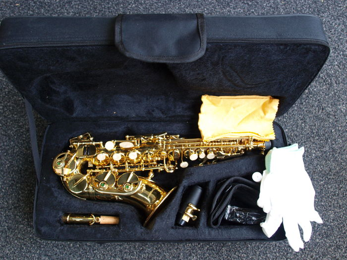 New ChS Bb gold-coloured curved soprano saxophone with solid foam case