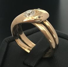 Large serpent ring in 18 kt gold decorated with an extra-white cushion diamond of 0.7 ct.