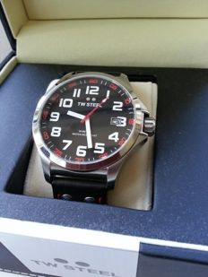 TW Steel Pilot Slim Tech TW410 Pilot – men's wristwatch