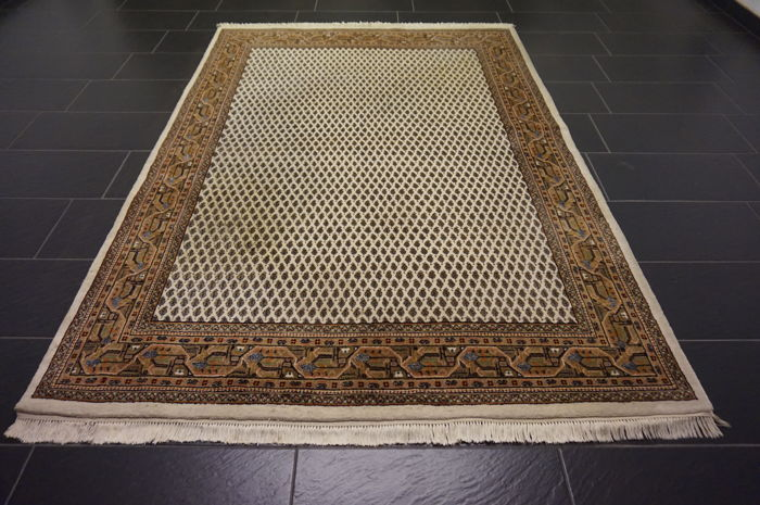 Magnificent handwoven oriental palace carpet, Sarouk Mir, 170 x 240cm, made in India, excellent highland wool