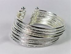 Bracelet in 925 silver, composed of ten bracelets joined together, with polished and frosted finish – Diameter: 55 mm