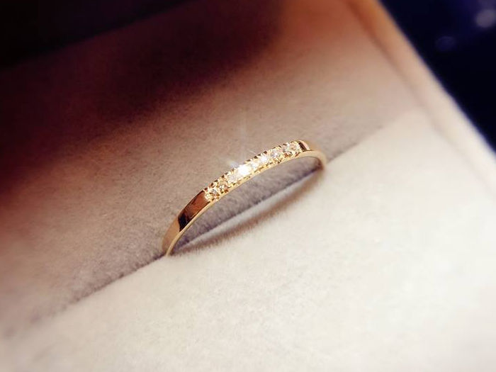 18Kt Gold-9 diamonds Tiny ring - 53 (EU)