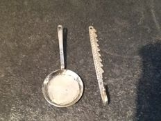 Antique silver miniature frying pan and chimney crook, the Netherlands, late 18th/19th century