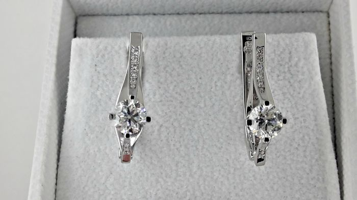 1.56 ct  round diamond earrings 14 kt white gold