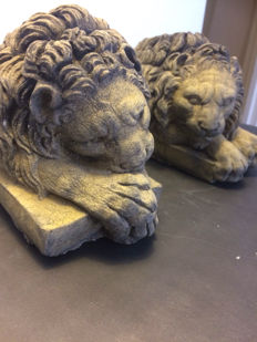A pair of lion statues after the Italian artist Canova, second half of the 20th century