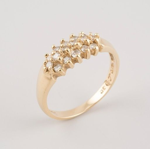 18 kt yellow gold ring with 16 diamonds.