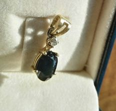 Gold pendant with natural Diamond and Sapphire, 1950.