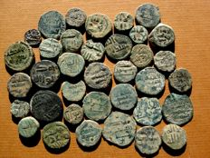 Spain - Medieval Al-Andalus. Set of 36 Hispanic-Muslim coins from the Independent Emirate of Cordoba. Bronze falus, minted between the 8th and 9th century. (36)