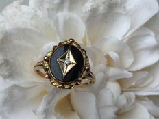 Rose gold ring with onyx and diamond
