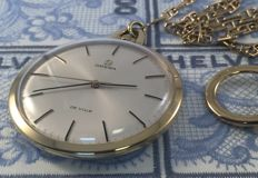 Omega De Ville pocket watch met 18 kt gold chain.