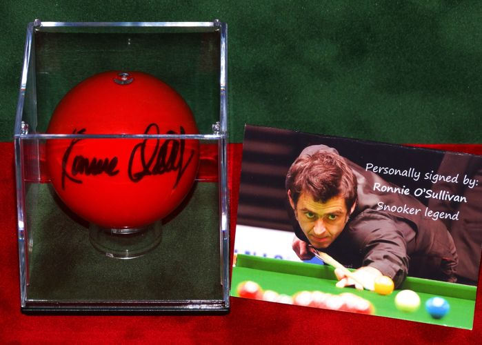 Ronnie O'Sullivan origineel gesigneerde rode Snookerbal in display + Certificate of Authenticity