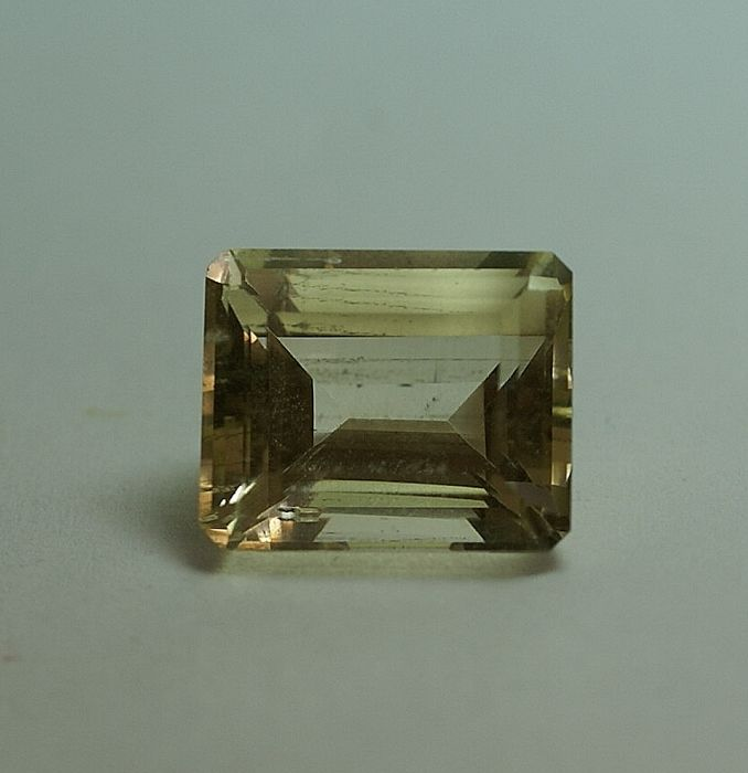 Scapolite,  light yellow,  10.53 ct