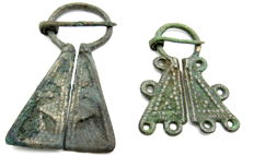 Very Fine Selection of 2 medieval, Viking bronze penannular omega brooches - 46-62 mm (2)