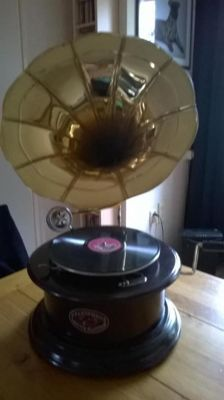 Retro - Gramophone, perfectly working - wood, copper horn - replica