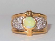 Wide opal 14kt gold band ring total 0.85ct - size 55/56