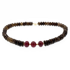 18k/750 yellow gold necklace with smoky quartz and rubies - Length: 53 cm