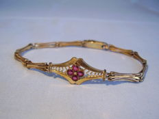 Victorian bracelet with cloverleaf of four verneuil-rubies
