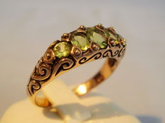 Rose gold ring with peridot stones totalling 1.2 ct
