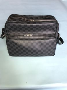Louis Vuitton – Damier Graphite Leoh Messenger Bag