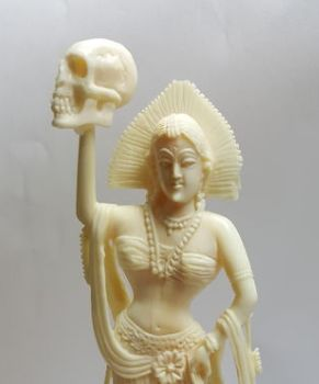 Ivory sculpture of a Hindu goddess, Kali, with a skull as attribute – India – circa 1930