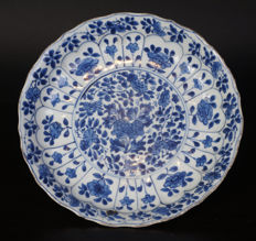 Porcelain blue and white dish – China – late 17th century (Kangxi period)