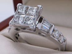 Certified white gold diamond entourage ring – 1.875 ct – four large, princess cut centre stones.
