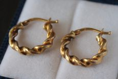 18 kt Yellow gold creole earrings – Size: 15 x 16 mm