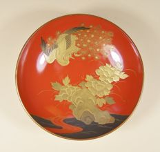 A very high-quality red lacquer ware ('urushi') shallow drinking dish ('sakazuki') - Japan - ca 1920-1930 (Taisho/Showa) (ca 14.3 cm. Ø)