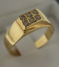 14 kt Gold ring inlaid with zirconia – Ring size: