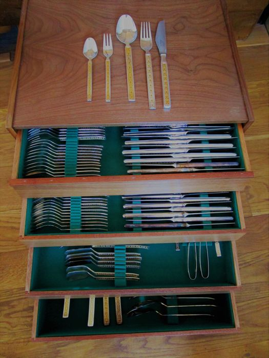"""Cutlery company """"Drache"""" (""""Dragon"""") -100 Silver plating / partly gold plated - Solingen-Germany-24 people - 155 parts in cutlery case - unused"""